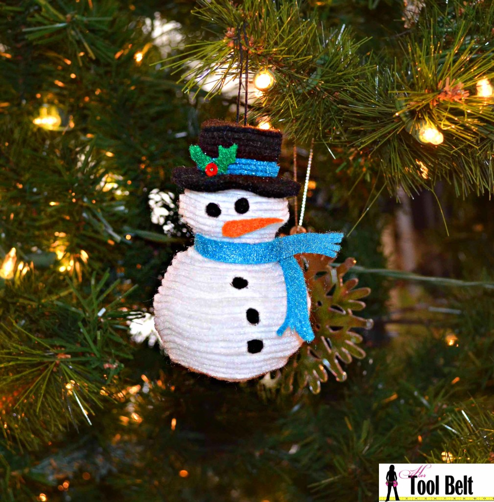 On the 5th day of Christmas - create a 3-D stacked felt snowman ornament for a handmade Christmas Tree. Free pattern!