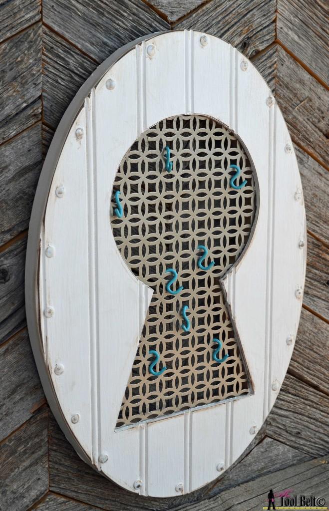 Vintage Keyhole - key holder pattern on hertoolbelt.com