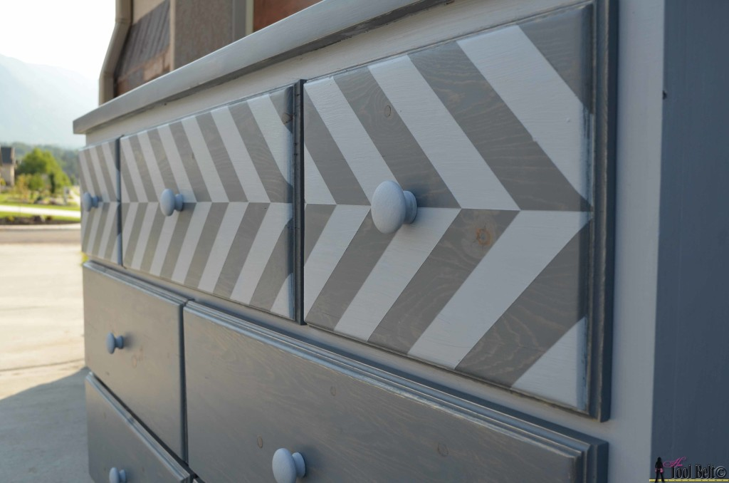 7 drawer dresser built from pallets with a chevron top - free plans on hertoolbelt.com