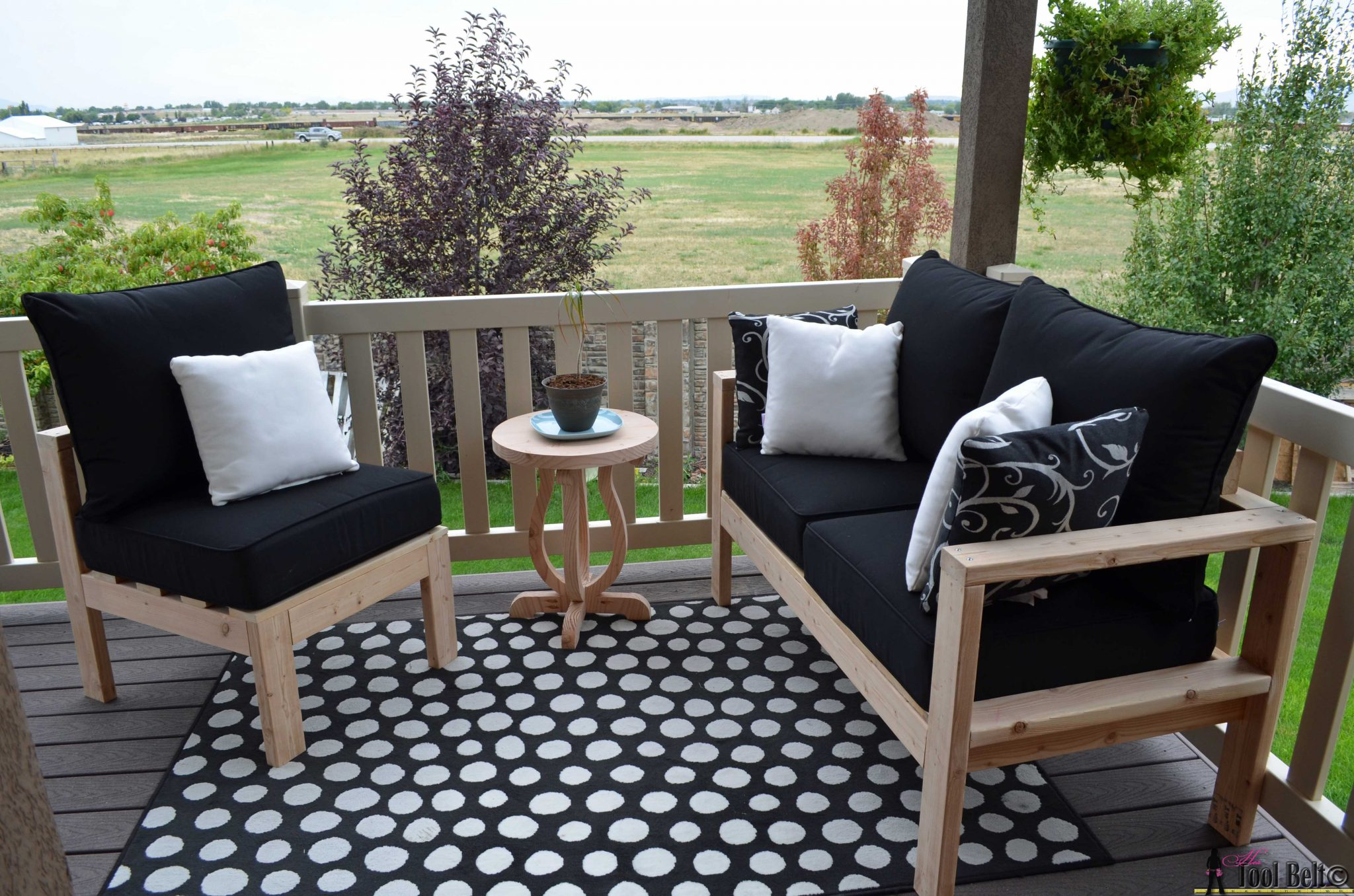Build Your Own Outdoor Seating From 2x4u0027s With These Free And Easy Plans On  Hertoolbelt.