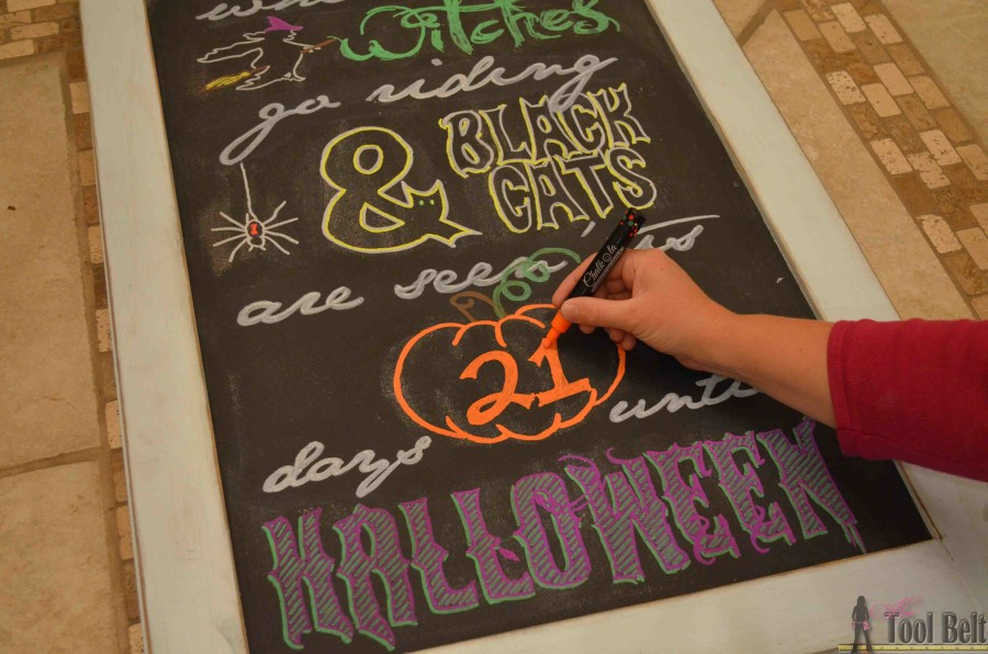 Create a fun Halloween advent countdown calendar with printable pattern, plus tips for writing word art on chalkboards.