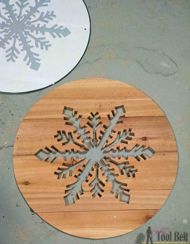 'Let it Snow' - wooden snowflake door hanger tutorial. cut pattern