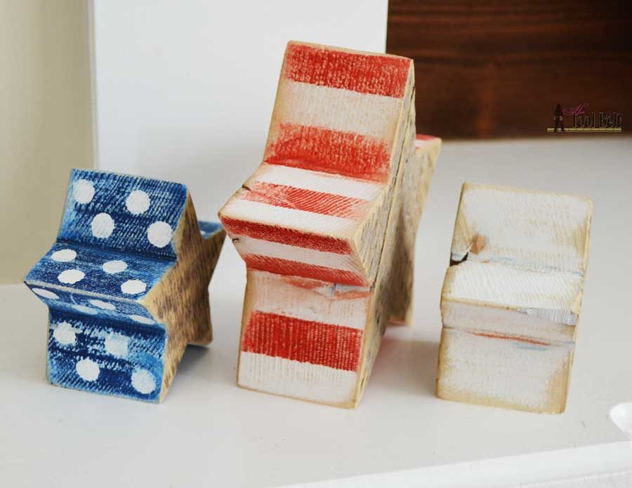 Super easy wood craft using chunky reclaimed wood (barn wood). Distressed red, white and blue star blocks with free pattern and simple tutorial.