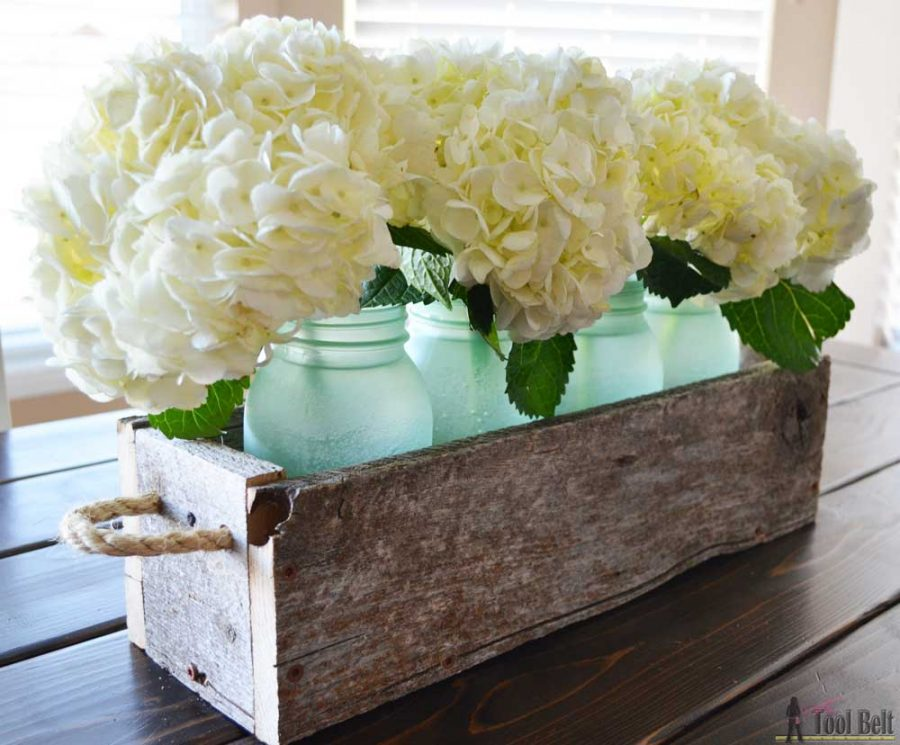 Simple box centerpiece plans with lots of variations on length and height.  Check out how to transform regular mason jars into pretty sea glass jars