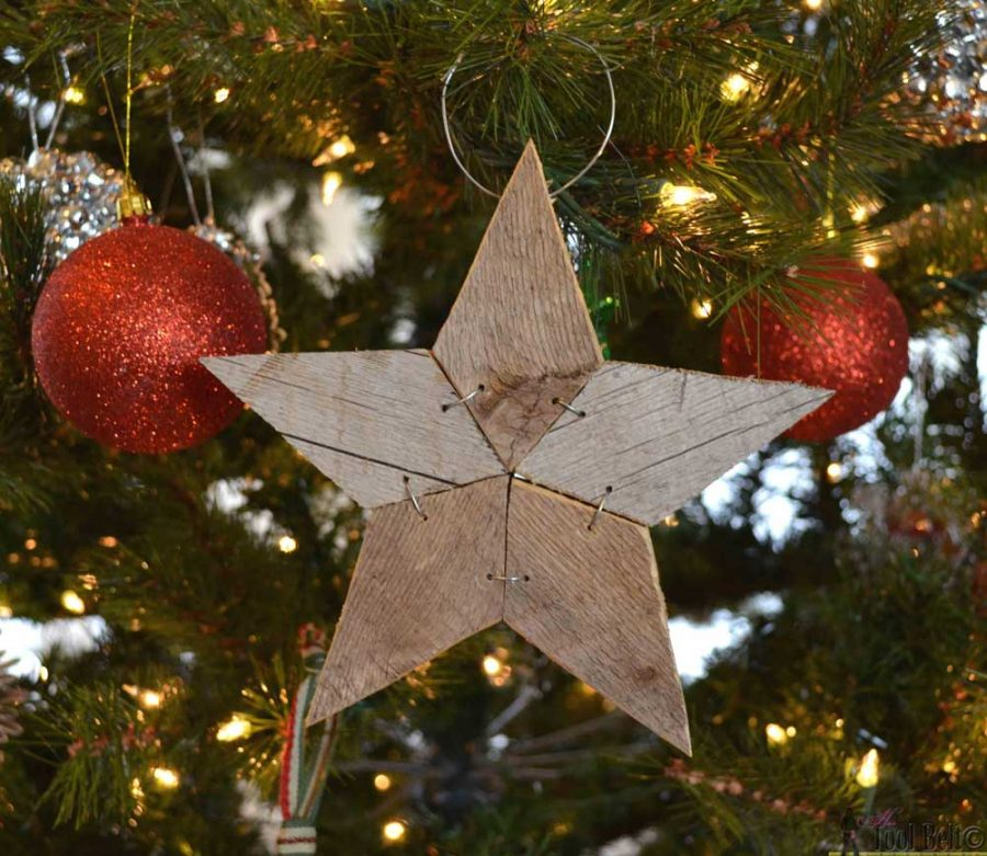 Easily add natural elements into your Christmas decor with these simple rustic patchwork wooden stars. Free patterns and tutorial.