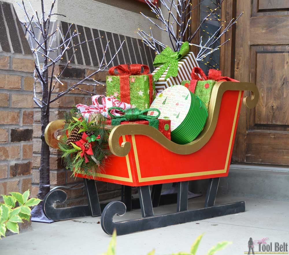 Diy santa sleigh her tool belt for Christmas yard ornaments