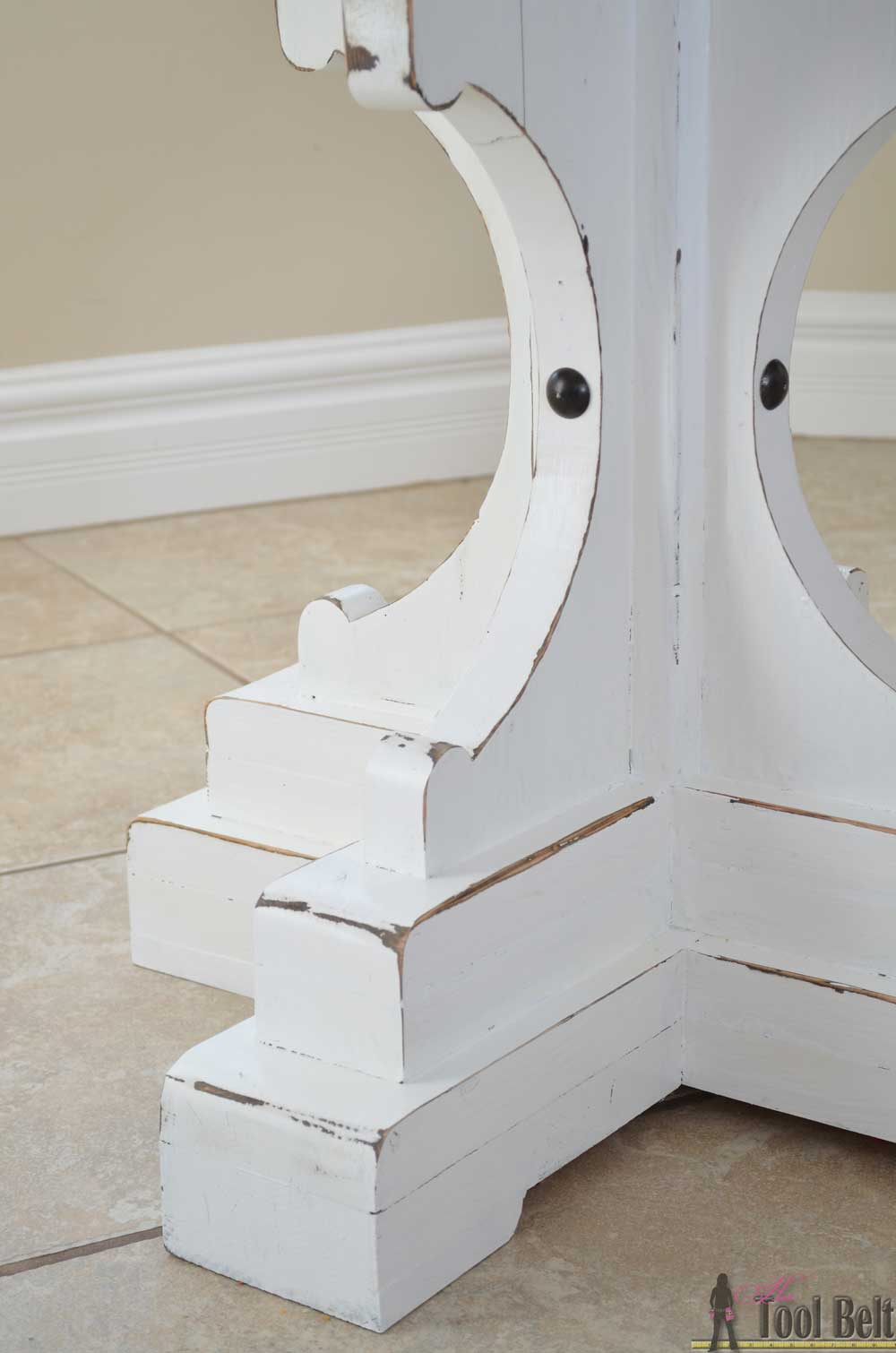 Farmhouse Style Round Pedestal Table - Her Tool Belt
