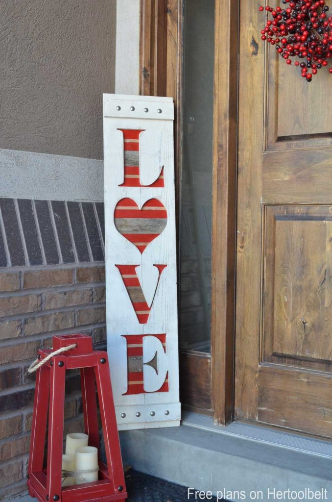 DIY big LOVE wood sign for Valentine's decor. Free plans and tutorial.
