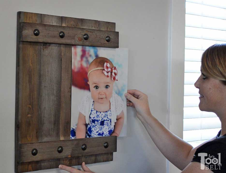 change out your photo prints super easy with a sliding farmhouse style frame make these - Easy Change Artwork Frames
