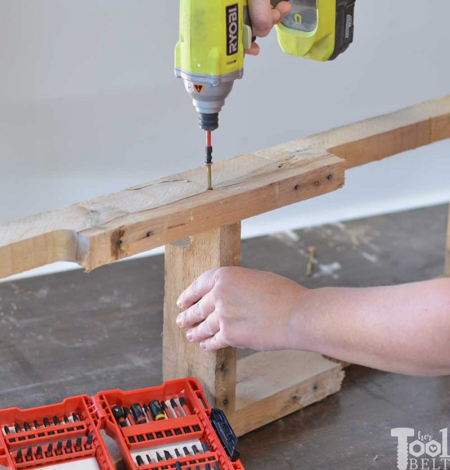 Grab a couple of free pallets and make a cute farmhouse style entry table for the front porch! Free plans and tutorial to build this pallet porch table.
