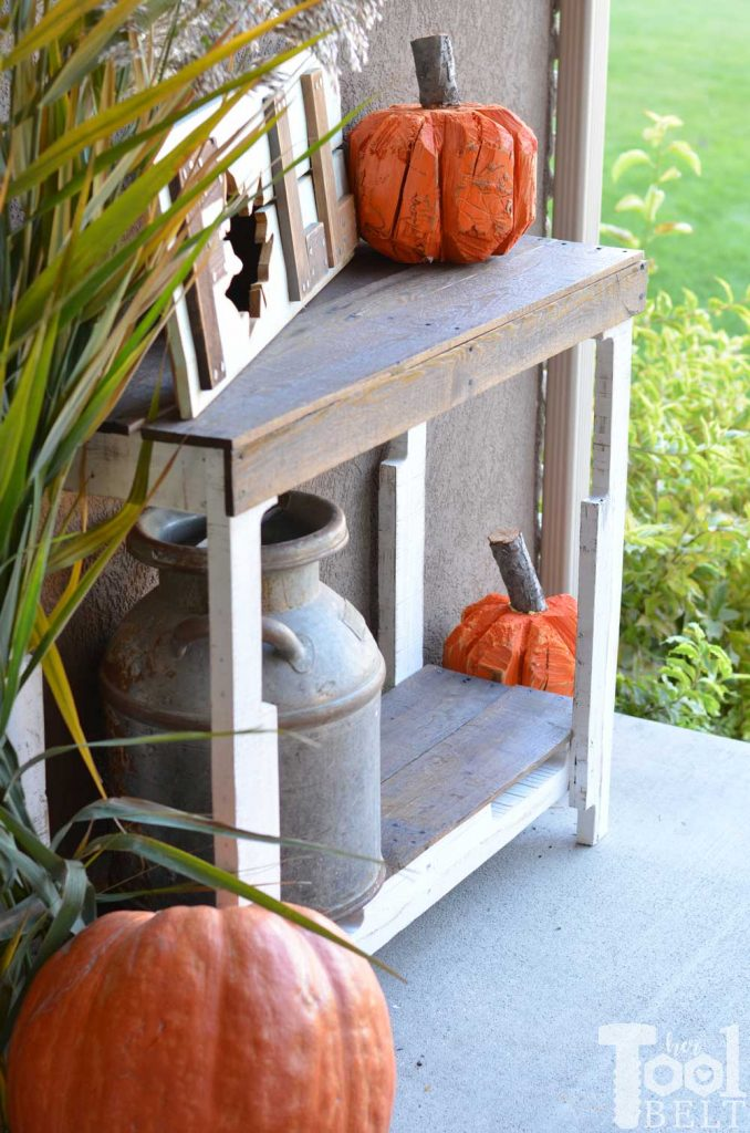 Pallet table made from FREE pallets! Yes please. Free plans