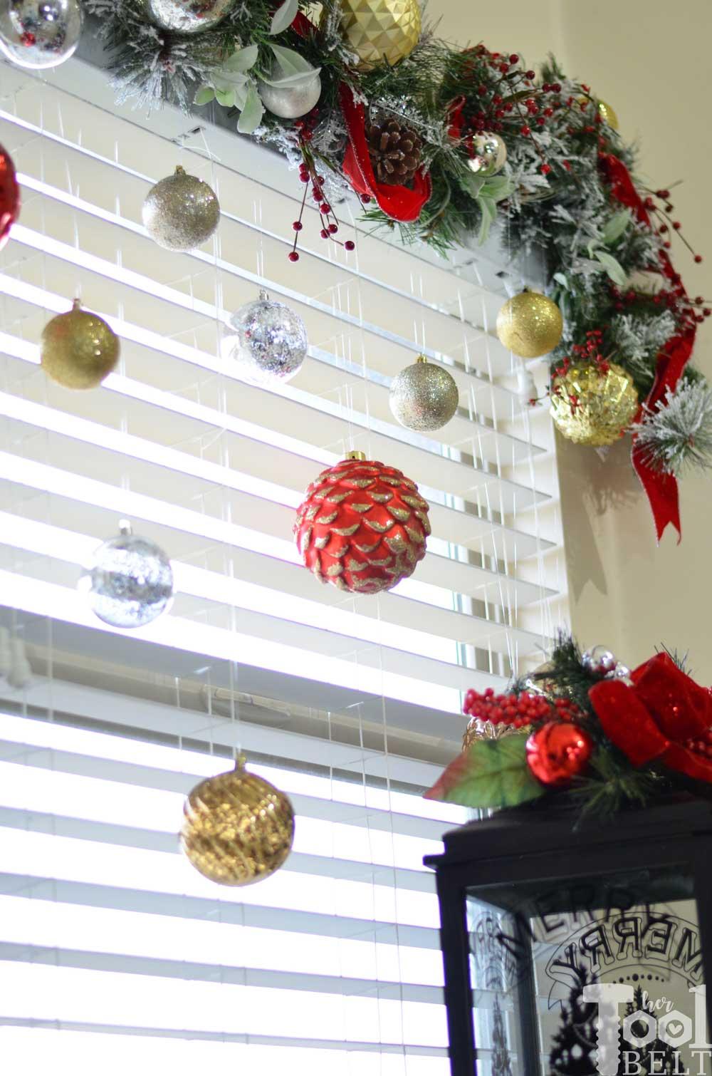 Hertoolbelt-Laurel&Wolf-Christmas-Decorating-buffet-table ...