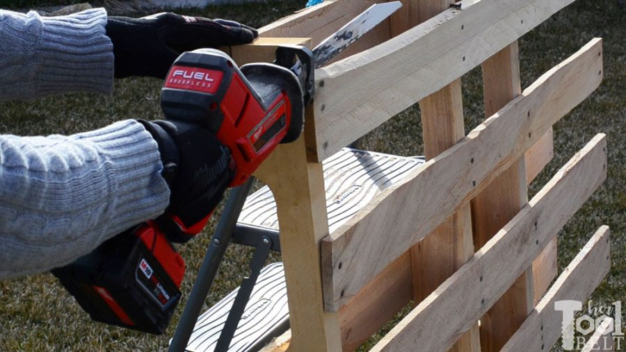 The easy way to take apart pallets and save the nail holes. It only takes a few minutes to dismantle the pallets. Slide the blade between the slats.