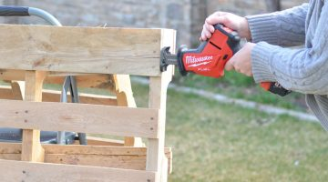 How to Take Apart Pallets Easy