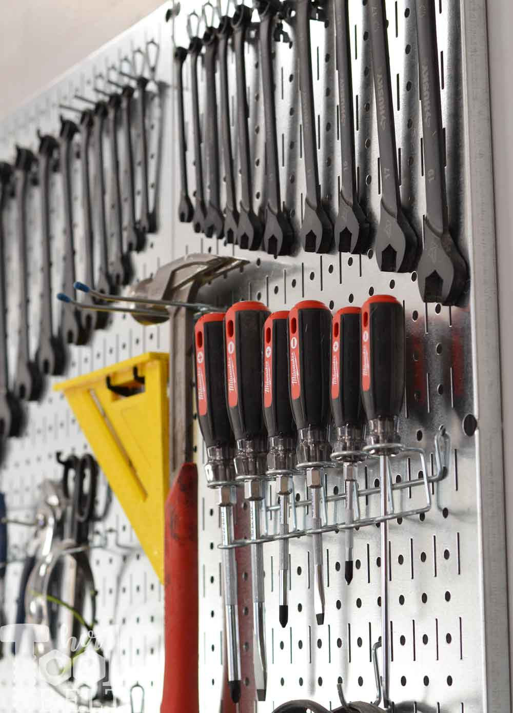 Organize Screwdrivers On Pegboard Her Tool Belt