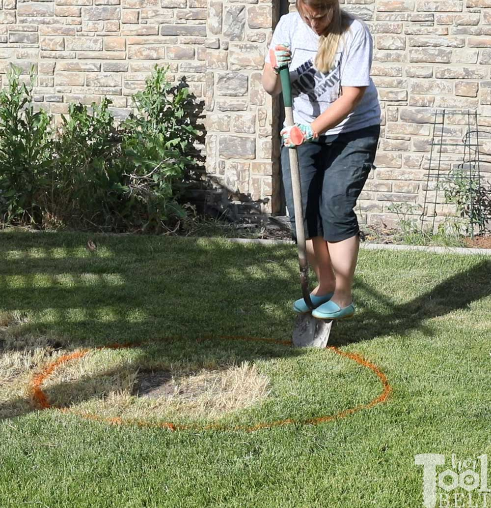 diy-backyard-fire-pit-dig-hole - Her Tool Belt