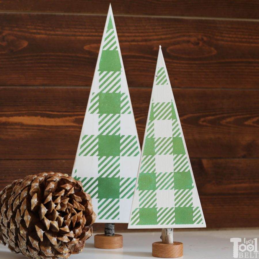 DIY gingham Christmas Trees for your table top decor. Free vinyl template file to make your own.