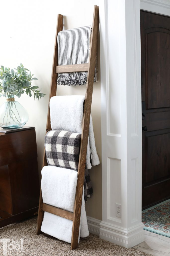 $5 blanket ladder - free plans to build this simple blanket ladder to store your favorite throws!