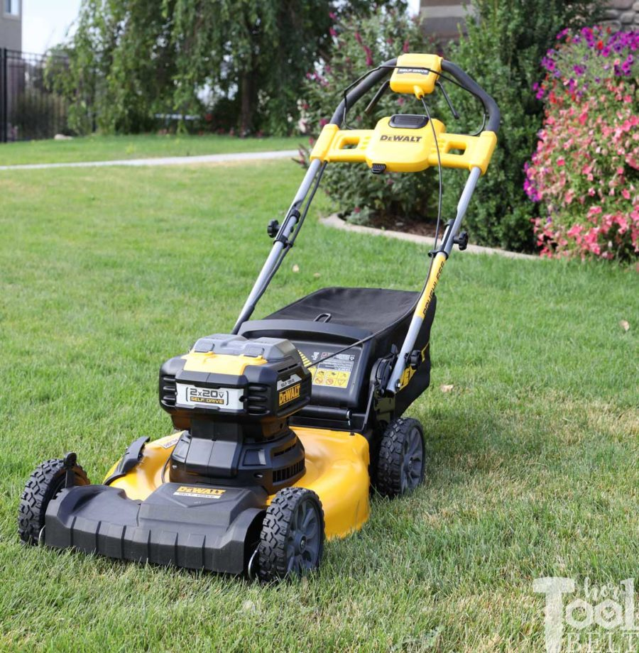 Forget the pull string, DEWALT lawn mowers let you mow the lawn with the same batteries you use in your drills and saws! DEWALT 20V+20V lawn mower tool review. #THDProSpective